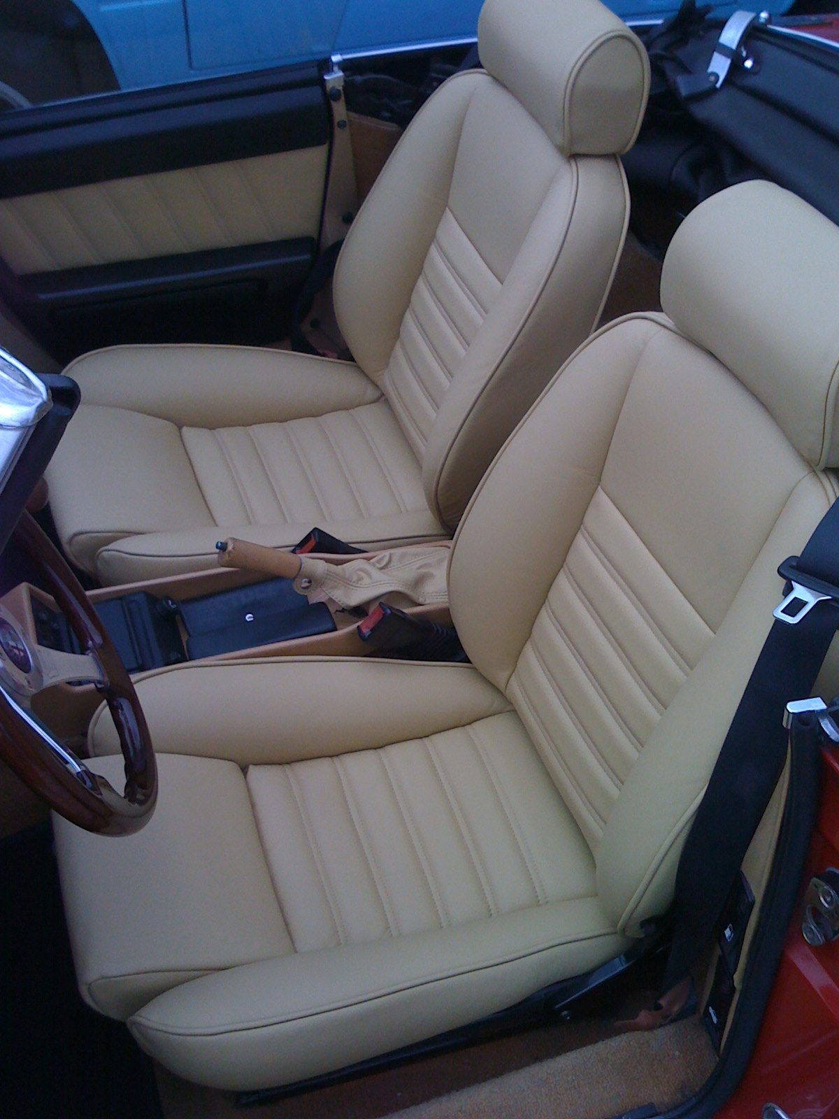 how to get a leather car seat to stop ripping autointhebox. Black Bedroom Furniture Sets. Home Design Ideas