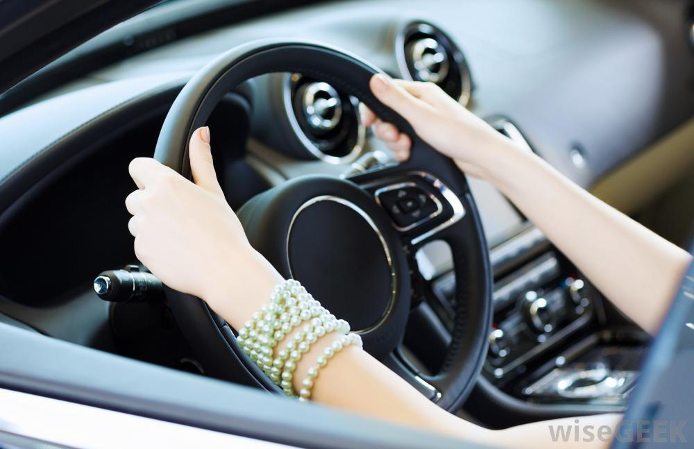 Steering Wheel Shaking >> What Causes A Shaking Steering Wheel Autointhebox