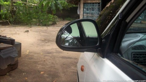 Detailed instructions on car rear-view mirror replacement