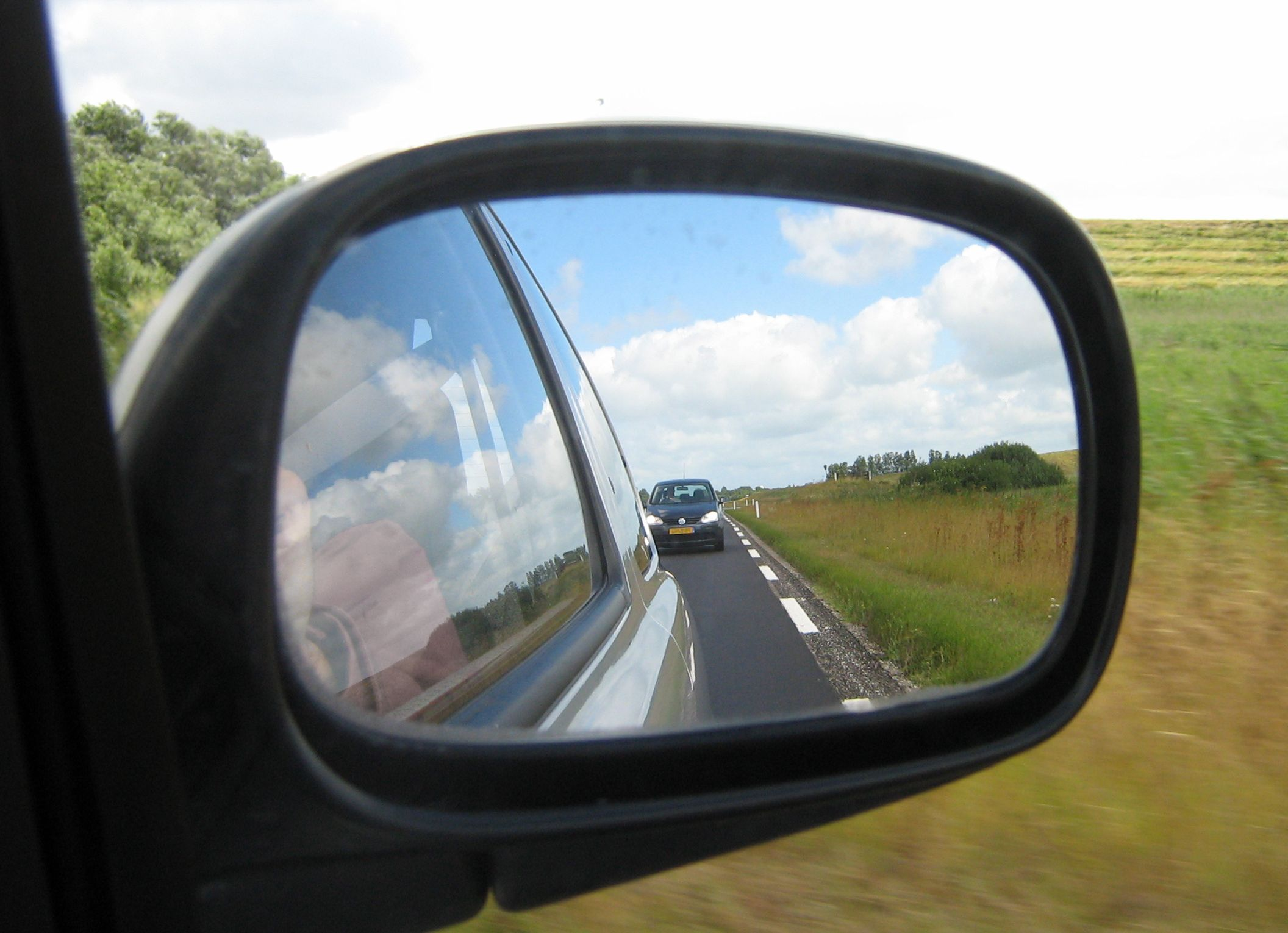 How to choose the right mirror for your car autointhebox for Looking mirror