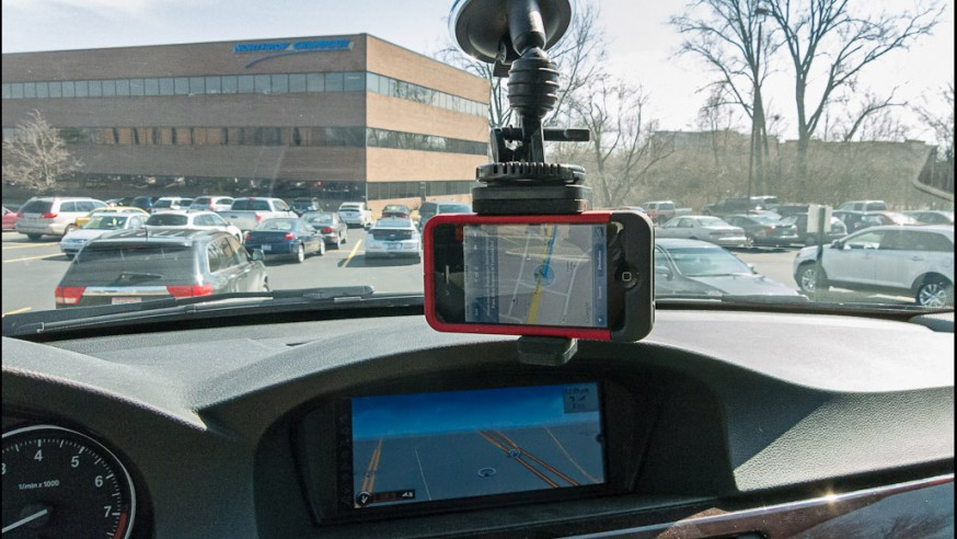 Smartphone or car GPS navigation, which is better?