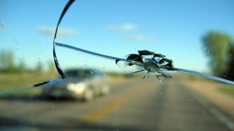 The dos and don'ts regarding a cracked windshield