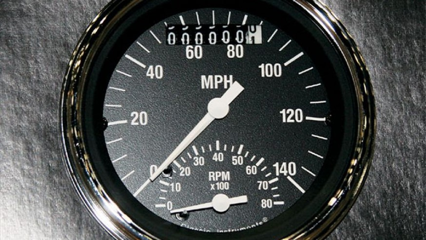 What speed do car mechanical speedometers actually diaplay